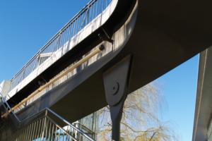 Fußgängerbrücke zwischen Autostadt und Phaeno Science Center
